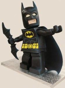 batman-minifig-cake