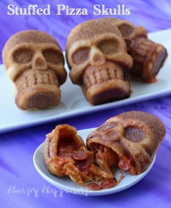 halloween-food-stuffed-pizza-skulls-1